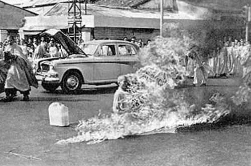 budist_monk_on_fire